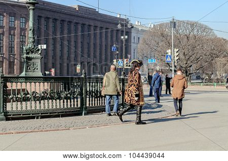 Actor In The Image Of Peter The Great Walks Among The Tourists On St. Isaac's Square