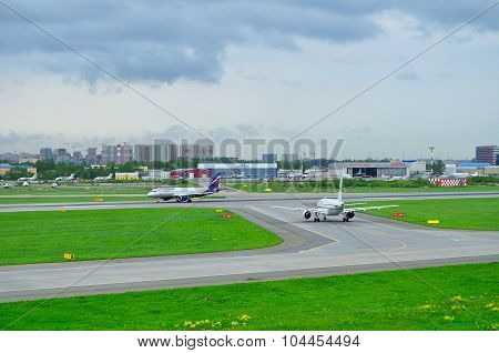 Aeroflot Airlines Airbus A320-214 And Rossiya Airlines Airbus A319-112 Aircrafts In Pulkovo Internat