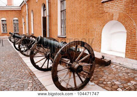 Row of cannons - St.Petersburg Russia, history