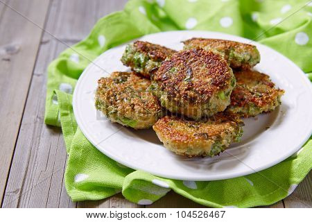 Quinoa fritters with kale and cheddar