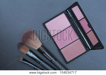 pink tone blusher palette with makeup brushes