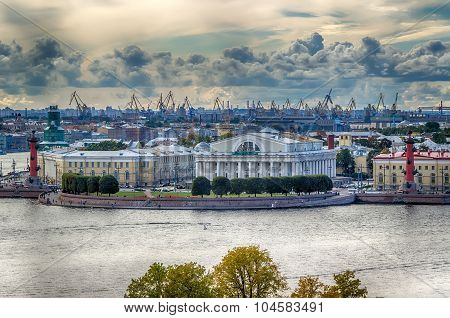View  Centre St. Petersburg  Neva River Spit Vasilievsky Island Rostral Columns Exchange Building