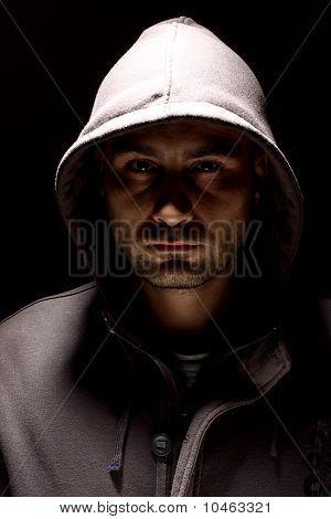 Homem em uma capa