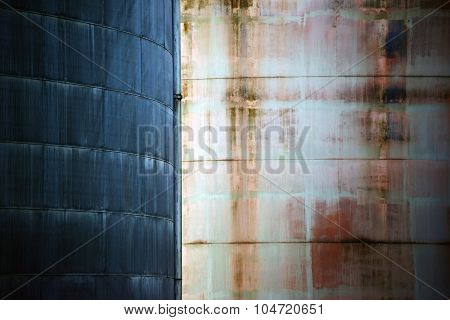 Metal surfaces in contrast