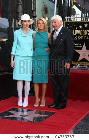 LOS ANGELES - OCT 12:  Esther Ripa, Kelly Ripa, Joseph Ripa at the Kelly Ripa Hollywood Walk of Fame Ceremony at the Hollywood Walk of Fame on October 12, 2015 in Los Angeles, CA