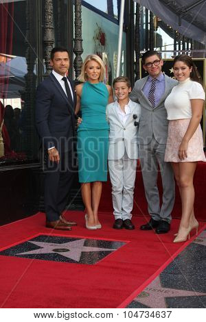 LOS ANGELES - OCT 12:  Kelly Ripa, Mark Consuelos, Michael Joseph Consuelos and family at the Kelly Ripa Hollywood WOFCeremony at the WOF on October 12, 2015 in Los Angeles, CA