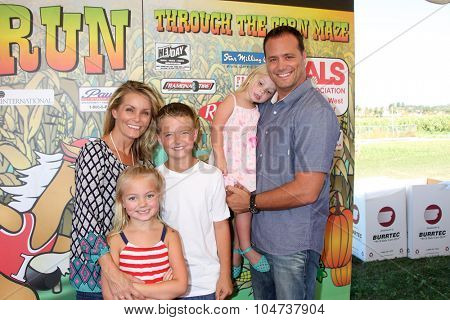LOS ANGELES - OCT 9:  Kelly Packard, Dallin Privett, Halle Privett, Aubrey Lin Privett, Darrin Privett at the Corn Maze at the Big Horse Feed and Mercantile on October 9, 2015 in Temecula, CA