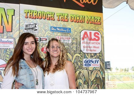 LOS ANGELES - OCT 9:  Victoria Strauss, Lauren Suthers at the Celebrities Salute the Military at Corn Maze at the Big Horse Feed and Mercantile on October 9, 2015 in Temecula, CA