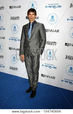 LOS ANGELES - OCT 8:  Christopher Gorham at the Autism Speaks Celebrity Chef Gala at the Barker Hanger on October 8, 2015 in Santa Monica, CA