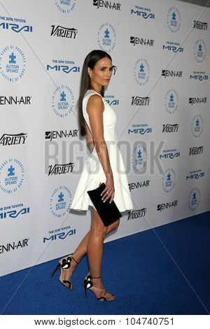 LOS ANGELES - OCT 8:  Jordana Brewster at the Autism Speaks Celebrity Chef Gala at the Barker Hanger on October 8, 2015 in Santa Monica, CA