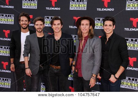 LOS ANGELES - OCT 8:  Dvicio at the Latin American Music Awards at the Dolby Theater on October 8, 2015 in Los Angeles, CA