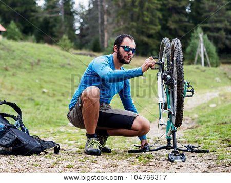 Fixing Mountain Bike On The Way.