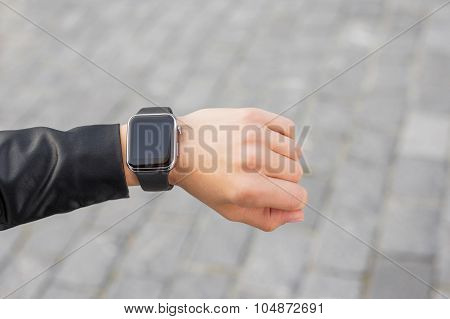 Digital smartwatch on wrist