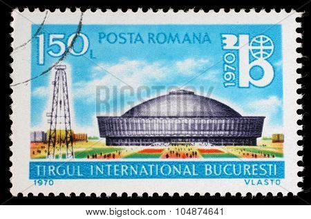 ROMANIA - CIRCA 1970: a stamp printed in the Romania shows Exhibition Hall and Oil Derrick, International Bucharest Fair, circa 1970