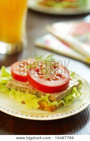 Sandwich with baked ham and vegetables