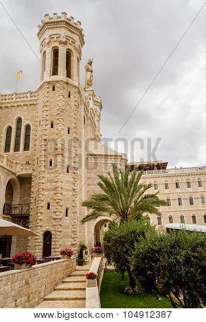 Notre Dame de Jerusalem, courtyard