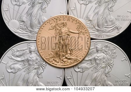 Us Gold Eagle On 4 Us Silver Eagles W/ Black Background