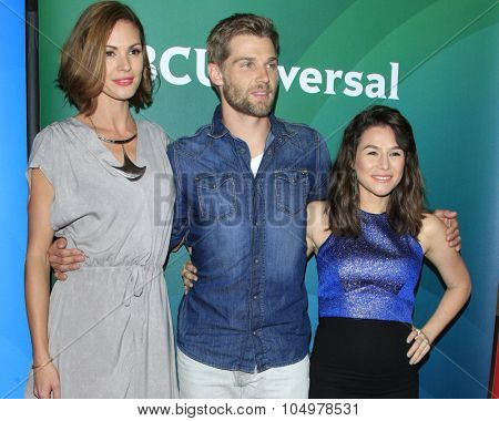 LOS ANGELES - AUG 12:  Daisy Betts, Mike Vogel, Yael Stone at the NBCUniversal 2015 TCA Summer Press Tour at the Beverly Hilton Hotel on August 12, 2015 in Beverly Hills, CA
