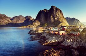 picture of reining  - Fishing hut  in the Hamnoy  - JPG