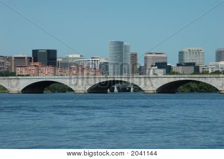 Rosslyn And Memorial Bridge