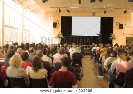 Hombre de negocios, dando una conferencia