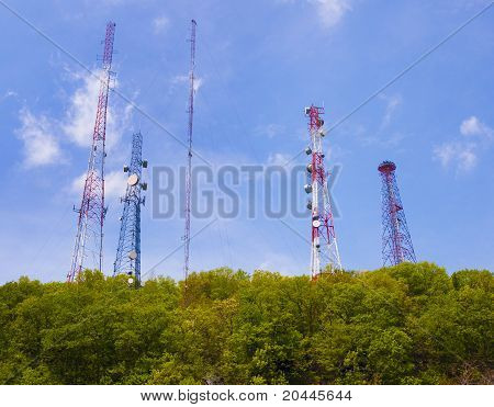 Antenna and cell phone towers