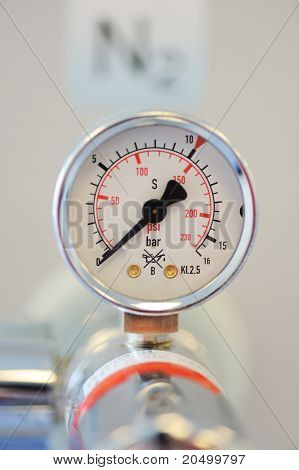 Barometer, nitrogen in hospital lab