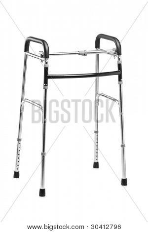 Um tiro de estúdio de um andador, equipamentos ortopédicos, isolado no fundo branco