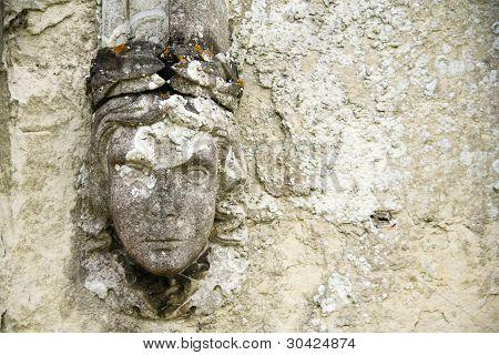 Detalhe de parede antigo esculpida em relevo