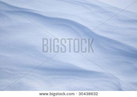 Schnee barchans.under Einfluss des Windes Schnee Ruft hier solche wellenförmigen Konturen.