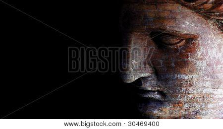 Estatua abstracta ladrillo cara vista y oscuro lado izquierdo para texto