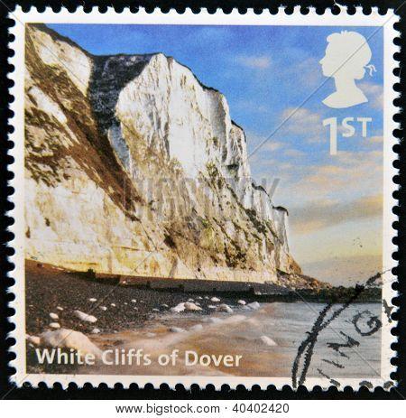 Reino Unido - por volta de 2012: Um selo imprimido na Grã-Bretanha mostra White Cliffs of Dover por volta de 2012