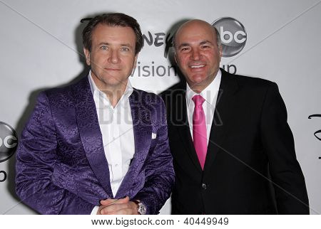 LOS ANGELES - JAN 10:  ROBERT HERJAVEC & KEVIN O'LEARY ABC All Star Winter TCA Party 2012  on January 10, 2012 in Pasadena, CA