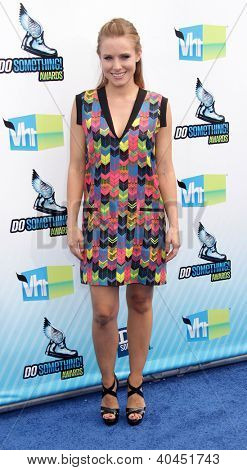 LOS ANGELES - AUG 18:  Kristen Bell arriving to Do Something Awards 2012  on August 18, 2012 in Santa Monica, CA