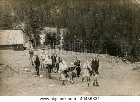 Tatra, Polen, ca. 1947 - Vintage Foto Gruppe von Touristen Wandern zusammen, Tatra,