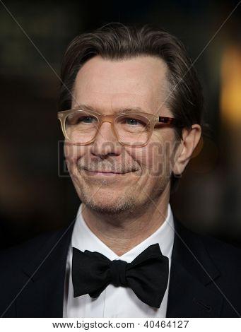 LOS ANGELES - 28 de JAN: GARY OLDMAN llegar a Guild Awards 2012 de Director en 28 de enero de 2012 en