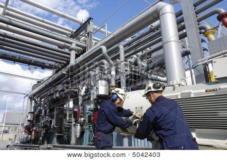 Trabajadores petroleros en acción
