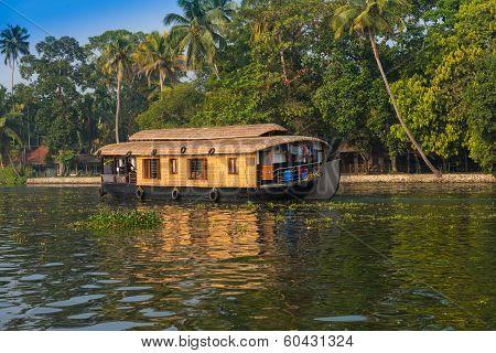 houseboat in kerala backwaters india
