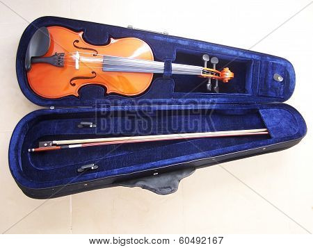 Violin case with violin and bow in isolated background
