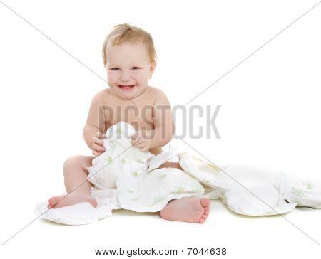 Happy Baby con pañales sobre blanco