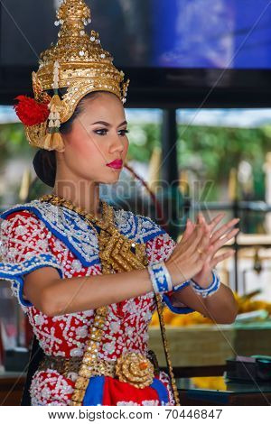 Thai Traditional Dance at The Earawa Shrine in Bangkok