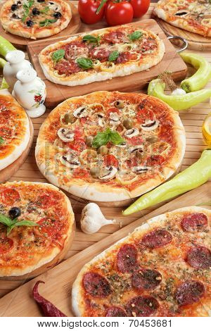 Funghi, margherita, salami and other italian pizzas