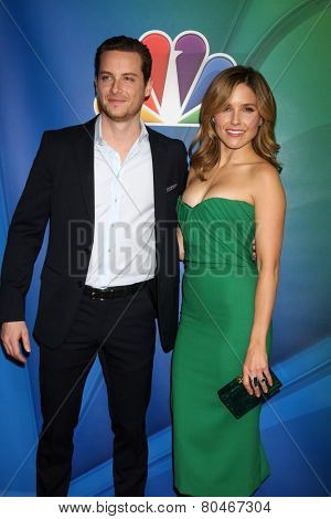 LOS ANGELES - JAN 16:  Jesse Lee Soffer, Sophia Bush at the NBCUniversal TCA Press Tour at the Huntington Langham Hotel on January 16, 2015 in Pasadena, CA