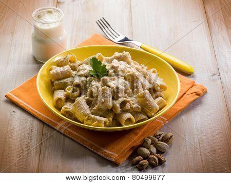 pasta with fish ragout pistachio and cream sauce