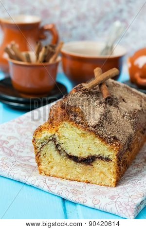 Cake With Cinnamon And Cinnamon Crunchy Crust