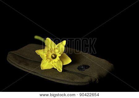 Us Marine's Uniform Hat With Daffodil