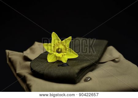Us Marine's Uniform Shirt And Hat With Daffodil