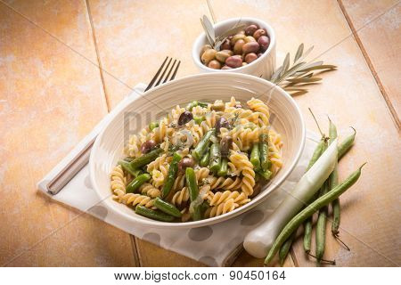 pasta with green beans and black olives