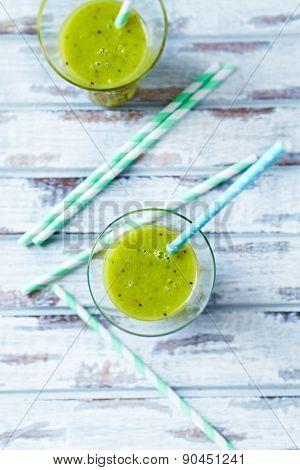 Kiwi smoothie in glasses