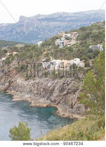 Attractive first line real estate on the steep slopes